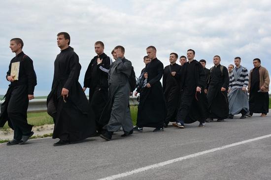 Напередодні отримання дипломів випускники семінарії ходили прощею до Зарваниці