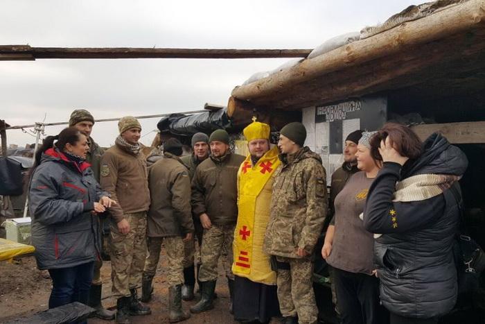 На свято Миколая тернопільські семінаристи передали військовим позашляховик Suzuki
